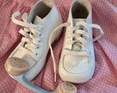 Vintage baby shoes, white leather high tops, unisex, doll shoes, walkers, crib shoes