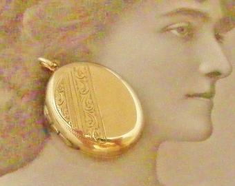Edwardian oval locket 9k gold back and front