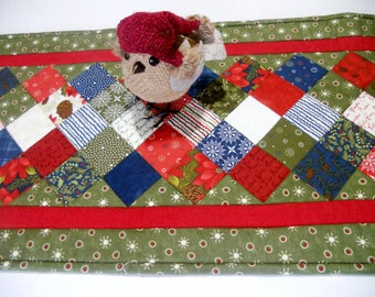 Winter Christmas Quilted Table Runner, Country Table Runner, Patchwork Quilted Table Topper, Rustic Nature Christmas Table Runner Tablecloth