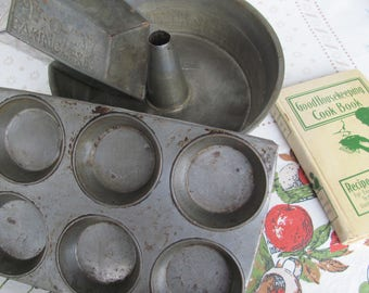 Baking Pans 1930s Rustic Metal Vintage Kitchen Depression Era Bread Muffin Cake Group Of 3