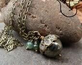 Sautoir chaine bronze et pierre naturelle pyrite pendentif gland