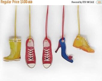 Set of 16 Hang/Gift tags, printable, little shoes for everybody , DIY kits