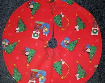 "Peanuts Charlie Brown mini tree skirt 17"" wide."