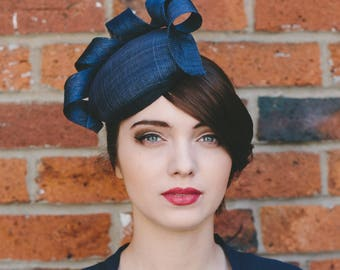 Navy Sinamay Hat with Curl, Navy Button Hat, Navy Blue Cocktail Hat, Navy Blue Sinamay Hat, Navy Blue Wedding Hat, Navy Blue Occasion Hat