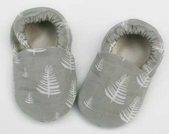 Fable Forest Organic Cotton Baby Shoes- Eco Friendly Gray and Natural Slippers 0 3 6 12 18 months - Baby Clothes Gift for Baby Tree