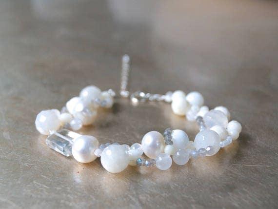 White gemstone beaded bracelet - Freshwater pearl and natural stones