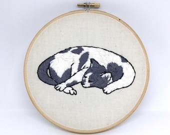 "Custom Pet Portrait Embroidery 6"" Diameter"