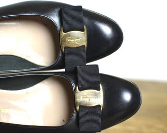 Salvatore Ferragamo Black Leather Vara Buckle Flats - Vintage Classic 8 Narrow AA