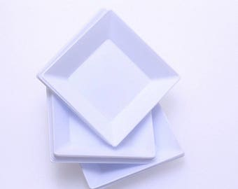 Mini Modern Plate,25 ct  White,  2.5 inches,  elegance and convenience for your tabletop.