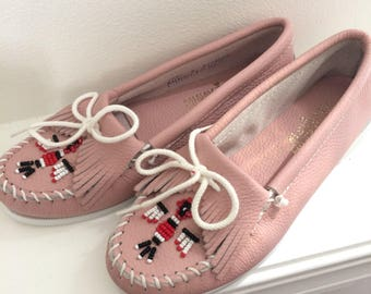 vintage women's pink leather minnetonka moccasin shoes NOS size 8