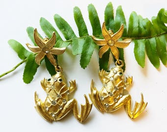 Vintage frog earrings with green rhinestone eyes