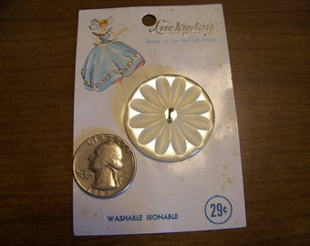 "Vintage Luckday Big White Flower Button  1 3/8""  Original Card"