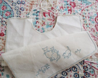 Vintage french baby bib, 1950, Linen, Embroidery cat, France, Bavoir brodé chat, Antique
