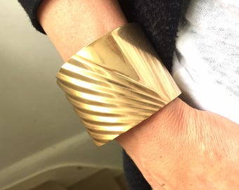 Divine Art Deco Style Cuff Bracelet made of Partially Pleated Polished Brass