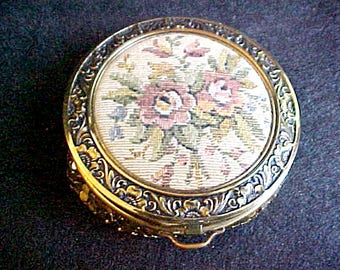 Vintage Face Powder Case Compact - Woven Rose Fabric Tapestry & Gold Metal Mesh - Mirrored - D. Evans Case Co. - NOS Unused, original Label