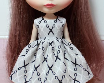 BLYTHE doll Its my party dress - scissors on grey