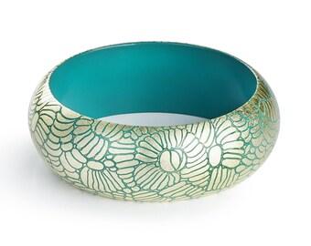 Bracelet Pétrol Gravé - Or blanc gravé. Décor Tropical.  -  exotique - manchette - bijou pour l'été - minimaliste - chic -