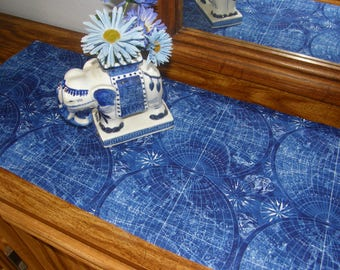 Table Runner Blue Globes Old Maps Earth - Terra Australis, Old Ships, Ocean Currents - Cotton