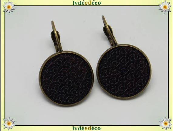 Retro Stud Earrings vintage Japanese waves seigaiha pattern grey black resin and brass bronze 2cm