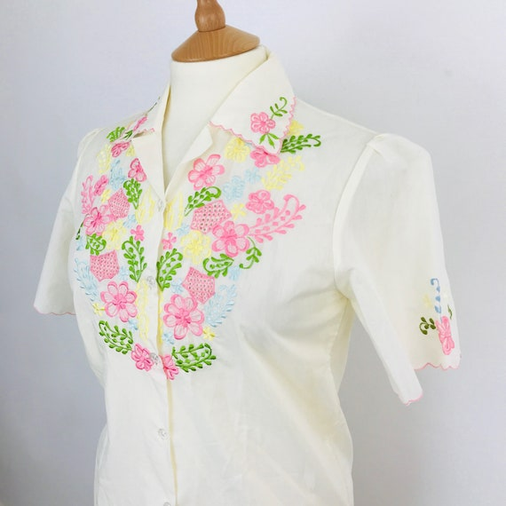 """Vintage blouse pink floral embroidered blouse folk embroidery 40"""" chest UK 12 short sleeved classic 1950s 1960s scallop"""