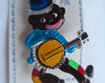 Vintage Cute Plastic Banjo Player Brooch/Pin   Lightweight