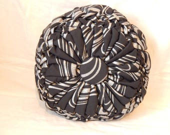 Black braided silver prefer cushion