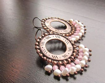 PLAYFUL KISS Rose quartz and pearl chandelier earrings Boho earrings Rose quartz earrings Pearl earrings Boho chic earrings Copper jewelry