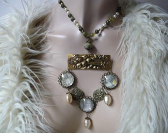 The Pompadour romantic necklace in all its States!