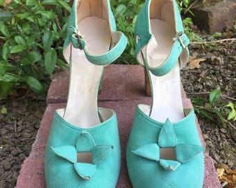 1940s, late 30s Dead stock Mint green  suede   peep toe ankle strap shoes UK 5 Narrow USA 8AAAA