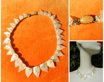 30s 40s deco Mother of Pearl choker necklace graduated hand carved leaf necklace