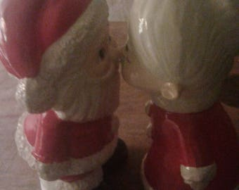 Vtg 70s Kissing Santa and Mrs. Claus Figures from Japan