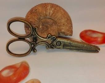 Bronze colored metal scissors pendant 60 * 25mm