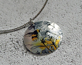 Bee pendant on a flexible choker. Bee jewellery necklace, ideal gift for bee lover, bumble bee gifts. Silver yellow colour. PL533
