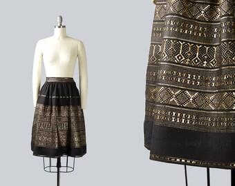 Vintage 1950s Skirt | 50s Novelty Border Print Woven Cotton Metallic Gold Black Full Swing Skirt (small)