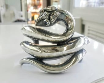 Snake cuff bracelet in solid silver with sapphires