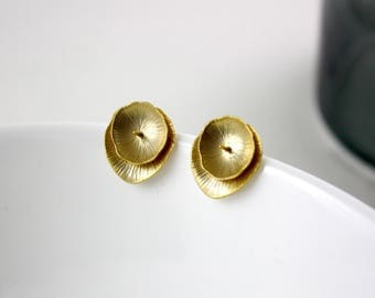 Gold gilded Lily - earrings