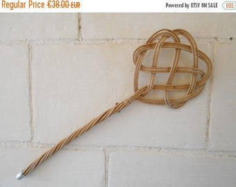 10 % SALE French vintage wicker carpet beater, wicker rattan rug beater, mid century twisted cane rug whipper. Wall hanging decor home clean