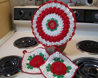Vintage red rose crocheted hot plate trivet and pot holder set, crocheted trivet, Christmas trivet, crocheted pot holders
