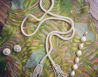Retro scarf with coordinating jewelry set, instant vintage gift or to add to your own retro wardrobe.