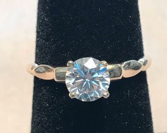 Vintage .75ct apx. Diamond ring single stone set in 14kt yellow gold