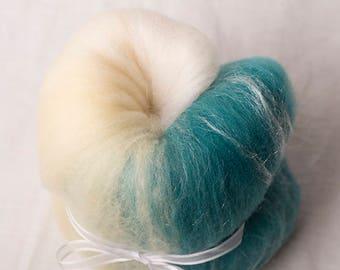 Lovely White, Yellow, Green Mini Gradient Batt, perfect for spinning or felting (170110)