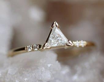 14K Triangle Diamond Ring, Pyramid Shape, Mountain Diamond Ring, Minimal Jewelry, Stacking Ring, Pave Setting