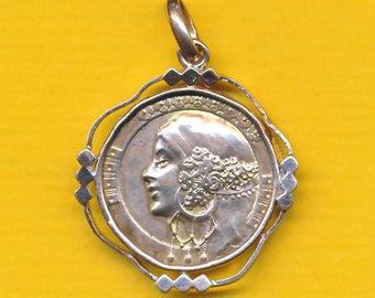 Art Deco charm medal - French golded bronze pendant representing woman portrait (ref 1268)