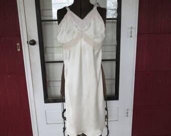 "Vintage 1940s cream satin slip ecru floral lace 30"" bust 28"" waist 36"" hips (122816)"
