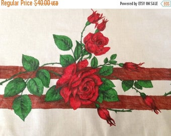 ON SALE Red Roses on a Fence – Funky Vintage Hand-Painted 1960s (?) Crisp Cotton Tablecloth – Retro Kitchen
