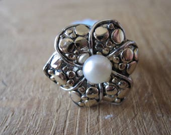 Sterling Silver Gold Accent MOP Flower Ring Size 8 (1094)