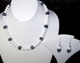 A Beautiful Snowflake Obsidian and White Agate Necklace and Earrings. (2017157)