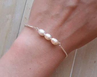 Dainty silver bracelet with three freshwater pearls