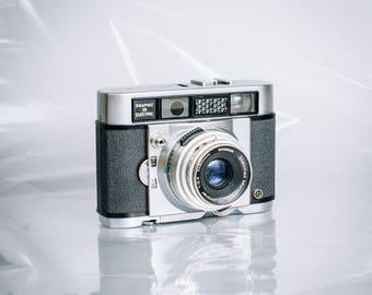 Vintage Graflex Graphic 35 Electric Camera