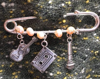 """Music Makers Silver Kilt Pin Brooch -Freshwater Pearls and Silver Plated Charms- 3"""" kilt pin"""